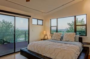 2811 Crest bedroom