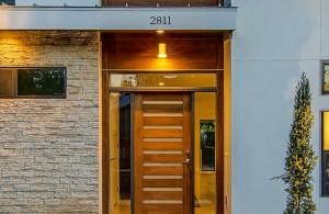 2811 Crest front door