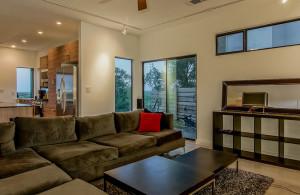 2811 Crest living room 2